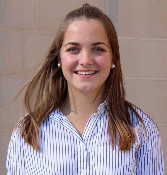 headshot of blogger Stacie Hartman